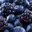Blackberries and blueberries in a pile — Stock Photo