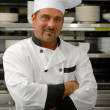 chef sorridente de uniforme — Foto Stock