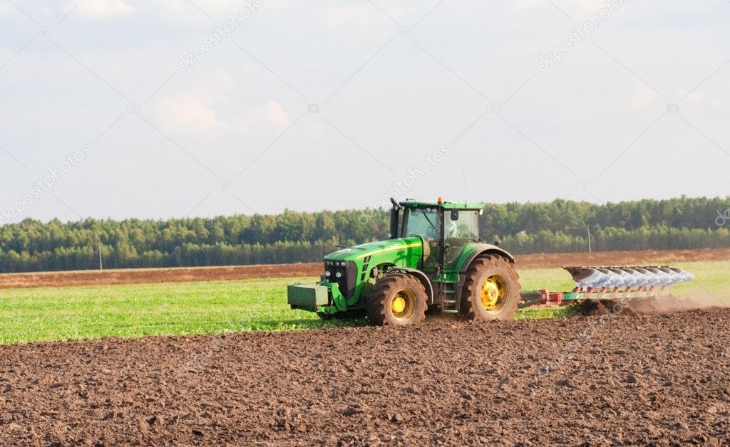 Tractor working in a country side field — Stock Photo #1022821
