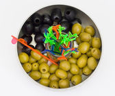 Zelené a černé olivy — Stock fotografie