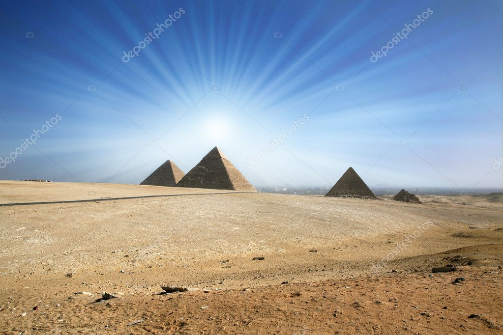 Light of the sun in the sky over an ancient pyramid. — Stock Photo #1046635