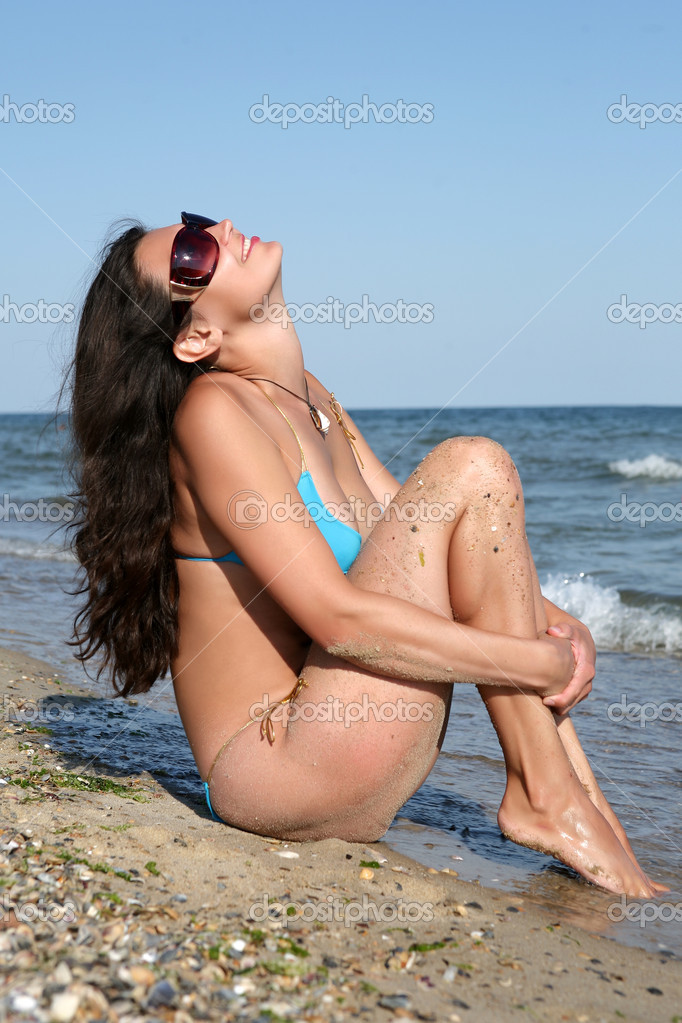 The girl near sea.  Stock Photo #1058064