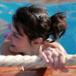 Brunette woman in the pool. — Foto Stock