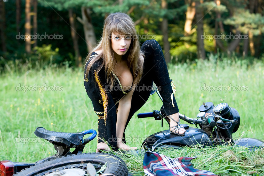 Ebony Female Models On Motorcycles http://www.pic2fly.com/Female-Models-on-Motorcycles.html