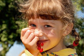 Girl with red currants — Stock Photo