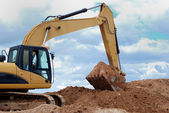 Excavator bulldozer loader in sandpit — Stockfoto