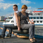 Loving couple near the cruise lainers — Stock Photo
