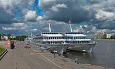 Cruise liner in pier — Stockfoto