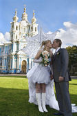 Loving newlywed about church — Stockfoto