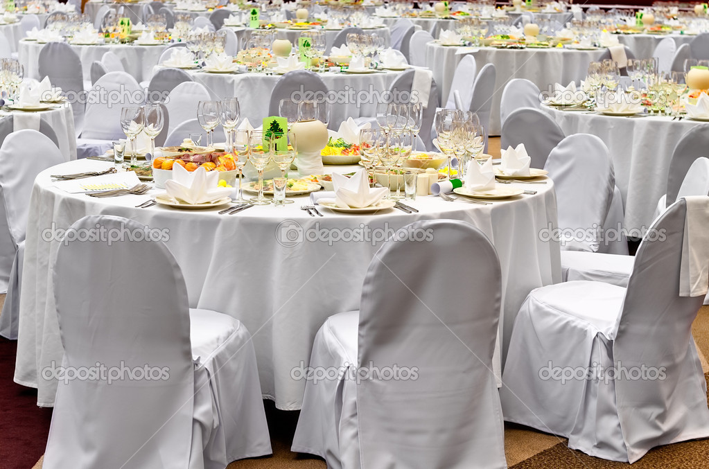 Wedding white reception place ready for guests. Elegant banquet tables prepared for a conference or a party. — Stock Photo #1584510