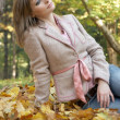 Young woman siting in the park — Stock Photo