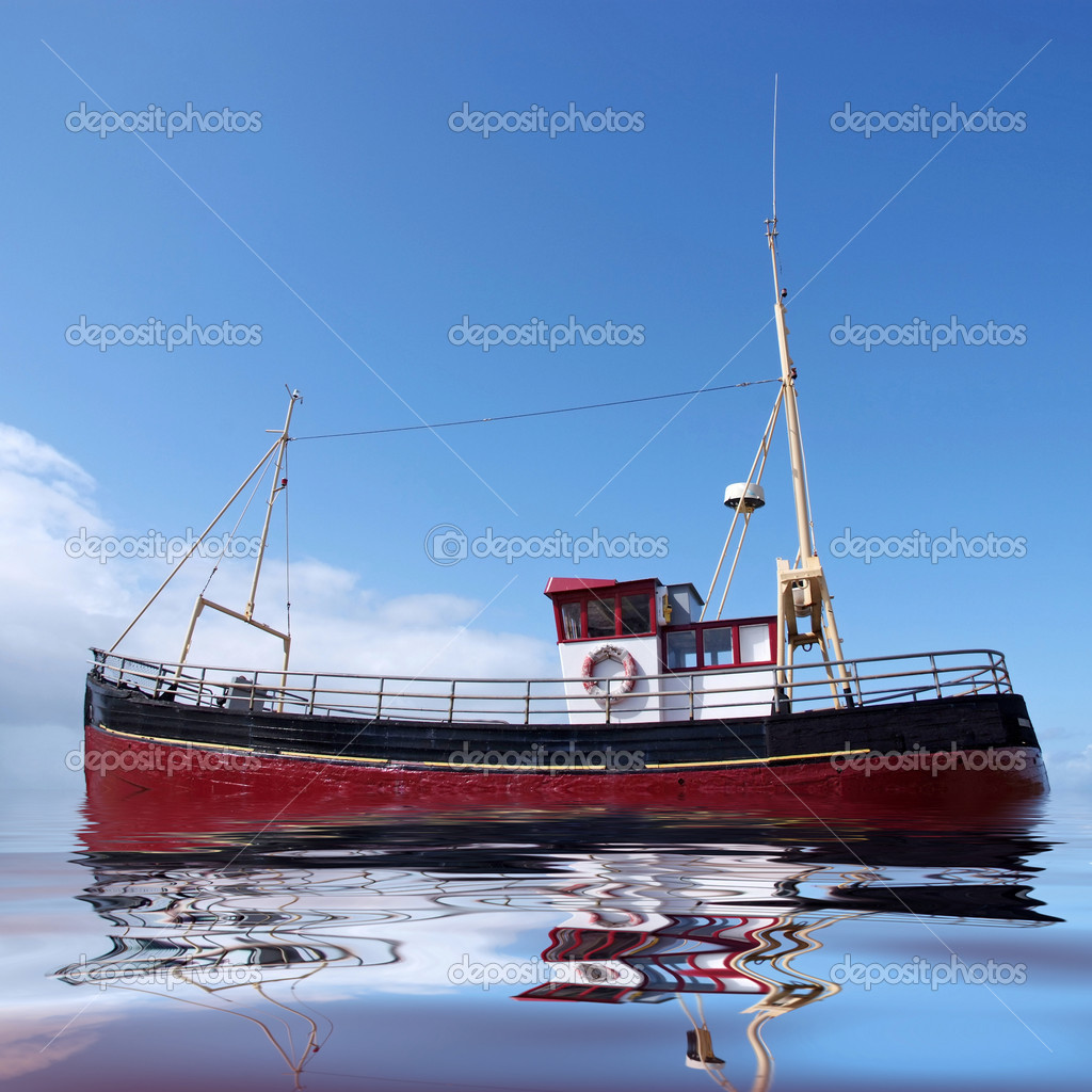 A bright red fishing boat at sea — Stock Photo #1036948