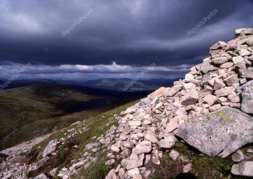 A stormy sky and rock face high on a mountain range in Scotland — Stock Photo #2044748