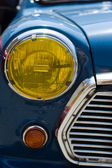Old car headlight front view — 图库照片