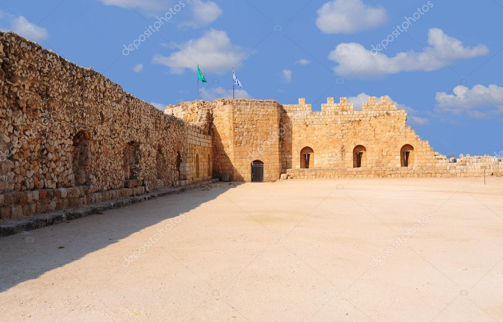 Ruins Of The Crusader Fortress Antipatris With Israel Flag — Stock Photo #1028603