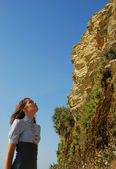 The girl looking upwards — Stock Photo