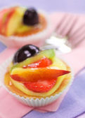 Pastry with fruit and forks — Stock Photo