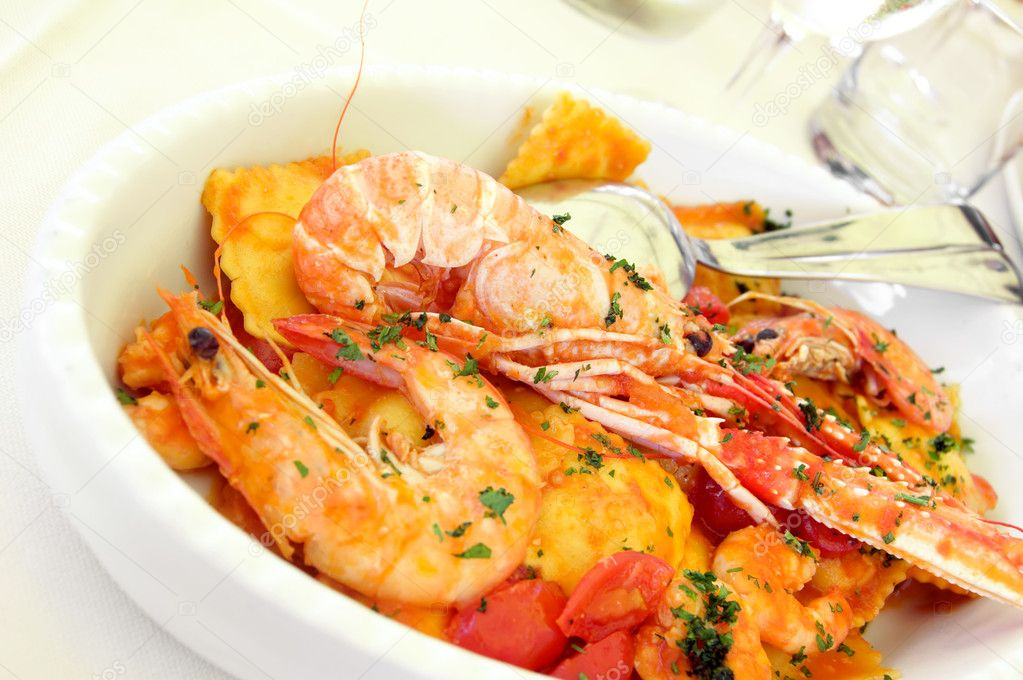 Italian pasta with seafood on a plate — Stock Photo #1051566