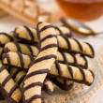 Vanilla and chocolate cookies and tea — Stock Photo