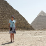 Woman on Egyptian pyramids — Stock Photo