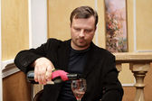 The man pours wine — Stock Photo