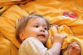 Child goes to sleep — Stock Photo