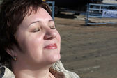Woman gets a tan — Stock Photo