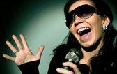 Tjej sjunger — Stockfoto