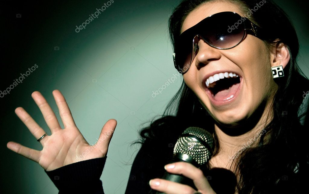 Girl Singing — Stock Photo #1087329