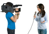 Repórter de tv, apresentando as notícias em studi — Foto Stock