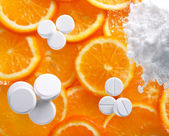 White pills with oranges — Stock Photo