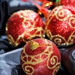 red weihnachtskugeln — Stockfoto