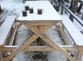 Mulled-wine on snow-covered table — Stock Photo