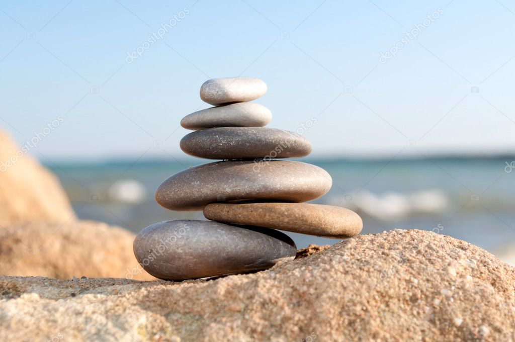 Pile of pebble Stones over blue ocean and blue sky — Stok fotoğraf #1249880