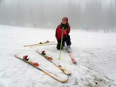 Girl snow skiing — Stock Photo