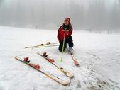 Girl snow skiing — Stock Photo