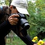 para tomar una fotografía de flores — Foto de Stock