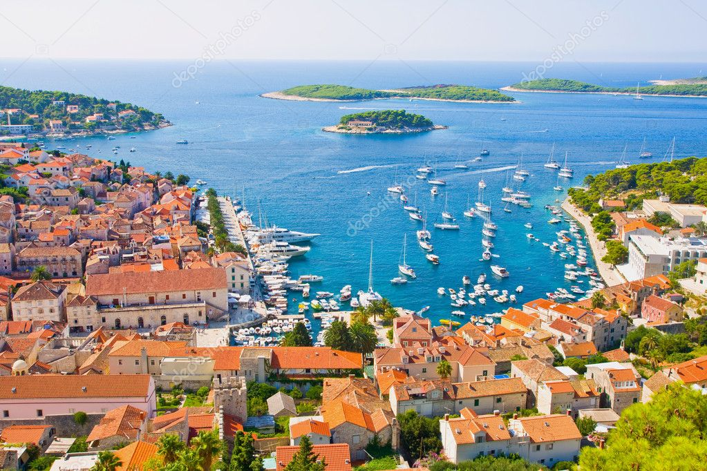 The island of Hvar is one of the Dalmatian islands and it has been famous since the antique because of its important strategic position. — Stock Photo #1390528