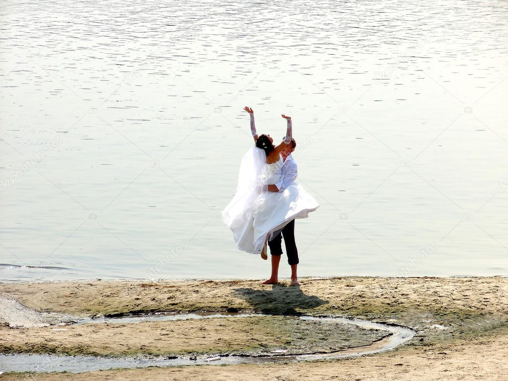The best day. The bride and groom. The young couple on the river bank. Young Couple Wedding. — Stock Photo #1173714