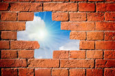 In a hole in the wall, the sun is shinin — Stock Photo