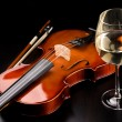 Violin and glass of wine on table — Stock Photo #1637249