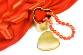 St. Valentine's Day box of heart and pearls — Stock Photo