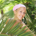 Attractive woman in the jungle — Stock Photo