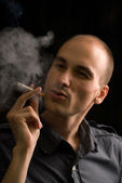 Smoker. Black background — Stock Photo