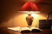 Lámpara y libros — Foto de Stock