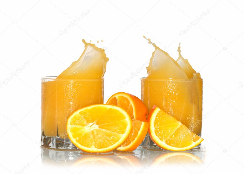 Two glasses of splashing orange juice and oranges isolated with clipping path on white background — Stock Photo #2482860
