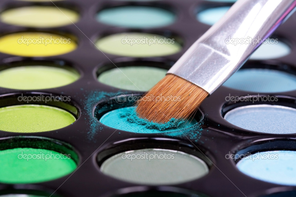 Closed up make-up brush in blue  professional eyeshadows — Stock Photo #1036589
