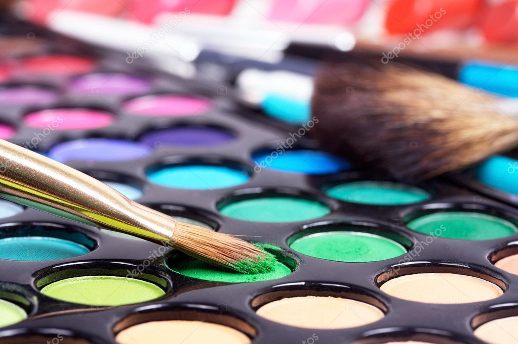 Closed-up professional make-up brush on green make-up shadows  Foto Stock #1039010