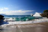 Ocean waves between reefs — Stock Photo