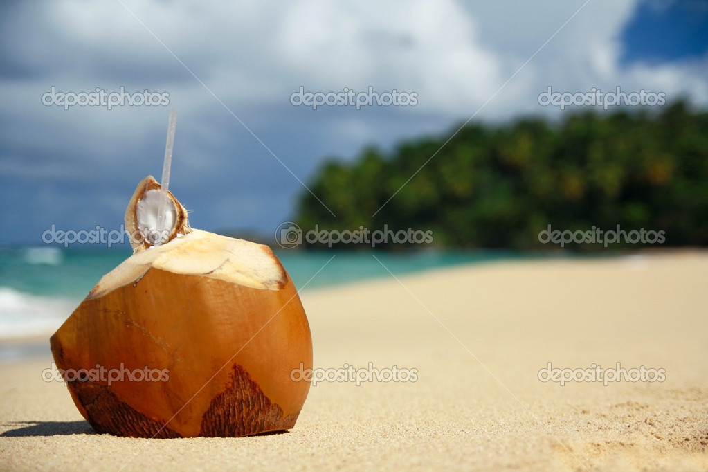 Fresh coconut with pipe on beach — Stock Photo #1618011
